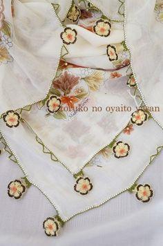 ●●スカーフ オデミシュ地区 立体イーネオヤのお花付●●※ 訳あり品です※スカーフの生地部分に若干の糸のほつれが見られます。(写真参考)ほんの少しですので目立ちませんが、割引価格にてご提供デス^^親か…