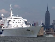 Oceanic leaves Manhattan  - CLICK ON THE PICTURE TO WATCH THE VIDEO The Visitors, Statue Of Liberty, Manhattan, New York, Leaves, Ocean, Boat, Ship, Watch