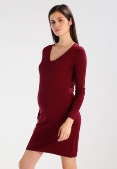 bc240651cbd KNITTED V NECK - Robe pull - dark red   ZALANDO.FR 🛒. Zalando Essentials  Maternity.