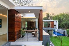 Spacious and stylish contemporary house in India with gorgeous garden