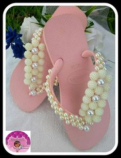 9 Super Comfortable DIY Sandals for Chic Womens Luxury Horse Barns, Beaded Beads, Flip Flop Craft, Decorating Flip Flops, Flip Flop Slippers, Beautiful Sandals, Macrame Bag, Studded Sandals, Arm Knitting