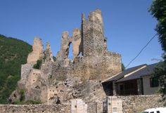 Ce vieux fort érigé au XIème siècle est le château des anciens seigneurs de So et d'Alion. Situé à la frontière entre l'Aude et l'Ariège, le château d'Usson est l'emblème de l'unité du pays cathare.