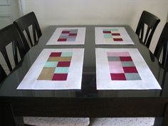 make a matching set but for each of the 4 corners Fen Shui colors: reds, blacks, greens, whites. Table Runners, Home Crafts, Home Accessories, Interior Decorating, Table Settings, Textiles, Quilts, Rugs, Sewing