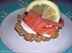 crackers di crusca con salmone