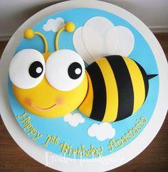 Bee birthday cake by jan