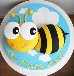Bee birthday cake by jan