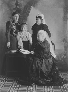 Group, including Queen Victoria, 1897 [in Portraits of Royal Children Vol.43 1896-1897] | Royal Collection Trust