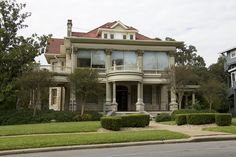 William T. Caswell House, 1502 West Ave., Austin, Texas. (Photo by Michael Brockhoff.)  Wikipedia, the free encyclopedia.