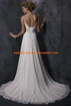 Robe de mariée 2011 ornée de broderie à la taille