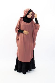 Pola hijab - Her Crochet Hijab Gown, Hijab Outfit, Muslim Women Fashion, Islamic Fashion, Niqab Fashion, Fashion Outfits, Habits Musulmans, Modele Hijab, Mode Abaya
