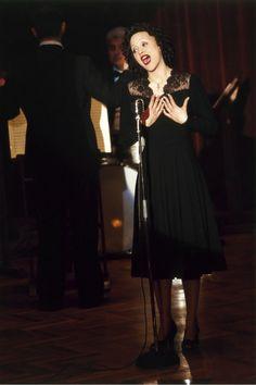 Édith Piaf - Marion Cotillard in La vie en rose (2007).