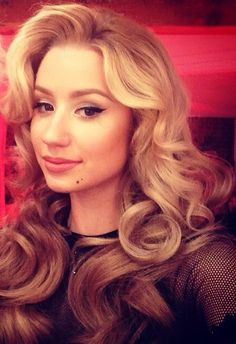 Iggy Azalea hair and make up perfection clean neat flawless