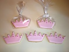 Princess Crown Cookies These wer for my daughter's b-day. Decorated with royal icing and pink and silver dragees. Pink Princess Party, Pretty Pink Princess, Pretty In Pink, Crown Cookies, Royal Icing Decorations, Afternoon Tea Parties, Cake Central, To My Daughter, Tea Party