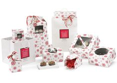 This holiday season showcase your sweet treats in our Crimson Snowflake on White bakery packaging program. This design features a crimson snowflake pattern on white gloss. Choose from bakery, gable and windowed cupcake boxes in our most popular bakery sizes. Carrying bakery goods is made easy by coordinating with our white enviro take out style bags or basic white kraft take out size shopping bags which can be personalized to your brand logo. #snowflake #holidaytreats
