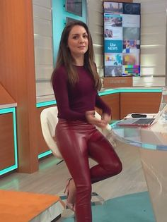 Red Leather Trousers, Leather Tights, Curvy Women Outfits, Clothes For Women, Men Wearing Lingerie, Hottest Weather Girls, Leder Outfits, Shiny Leggings, Glamour