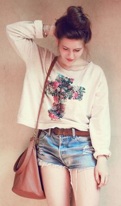 """Anna of """"Anyway, It's Fashion"""" wearing UO's denim cut offs #urbanoutfitters #denimshorts"""