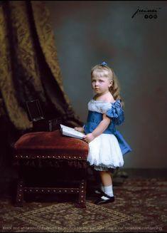 Nepoata Reginei Victoria, Mary of Edinburgh Victoria, Golden Age, Edinburgh, Parka, Royalty, Flower Girl Dresses, Wedding Dresses, Vintage, Russia