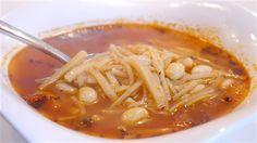 Hamur erişte çorbası Kişi sayısı: 6 Tahmini hazırlanış süresi; 60 – 70 Dakika Malzemeler 1\3 su bardağı yeşil mercimek 6 su bardağı su 1 orta boy soğan 4 yemek kaşığı margarin veya tereyağı 1… Ramen, Chili, Spaghetti, Soup, Ethnic Recipes, Youtube, Chile, Soups, Chilis