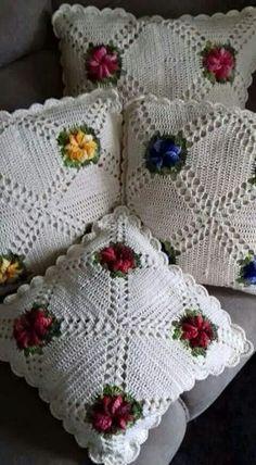 Maricuchaba's media content and analytics Puff Stitch Crochet, Filet Crochet, Irish Crochet, Crochet Motif, Crochet Doilies, Crochet Flowers, Crochet Cushion Cover, Crochet Cushions, Crochet Pillow