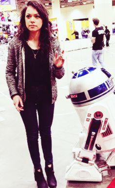 Tatiana Maslany♡ with R2 she's so amazing. Total girl crush