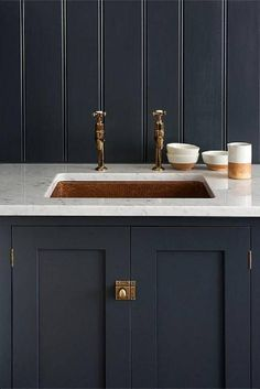 deVOL's Shaker Kitchen, 'Pantry Blue' with Carrara marble worktop and undermounted copper sink. Love the copper mix with the dark units and marble worktops Devol Shaker Kitchen, Devol Kitchens, Home Kitchens, Kitchen Interior, Kitchen Decor, Kitchen Pantry, Kitchen Sink, Kitchen Cabinets, Farmhouse Cabinets