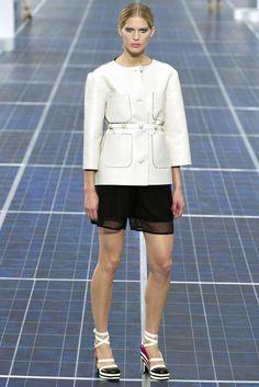 @Chanel #catwalk #trends #black_white #PFW #Paris