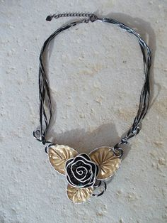 Upcycled Nespresso Cups Made Into Jewelry Bijoux Fil Aluminium, Recycled Jewelry, Coffee Pods, Bijoux Diy, Jewelry Making Tutorials, Jewelry Crafts, Perfume Bottle, Centre, Images
