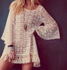 Blusa rendada floral com franjas