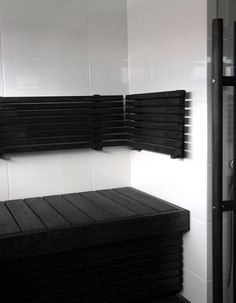 Black & white = always classy Sauna Steam Room, Steam Bath, Sauna Room, Modern Saunas, Sauna Shower, Outdoor Sauna, Sauna Design, Modern Interior, Interior Design