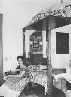 """"""" I paint myself because I am so often alone and because I am the subject I know best. """" Frida Kahlo was born in Coyoacan, Mexico on July. Nickolas Muray, Kahlo Paintings, Frida And Diego, Feminist Icons, Mexican Outfit, Mexican Artists, Diego Rivera, Macabre, Beautiful Images"""
