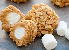 Fluffer-Nutter-Bites for after school snacks Ingredients: cup peanut butter cup honey 1 cup nonfat dry milk 36 mini marshmallows 1 cup chopped peanuts Snacks Für Party, Party Desserts, Mini Desserts, Just Desserts, Delicious Desserts, Dessert Recipes, Yummy Food, Marshmallow Desserts, Snack Recipes