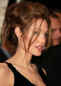 angelina-jolie-coque-maquiagem-red-carpet