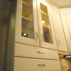 Kitchen Remodel with Maple Thomas White Cabinets, Silestone Quartz Tops