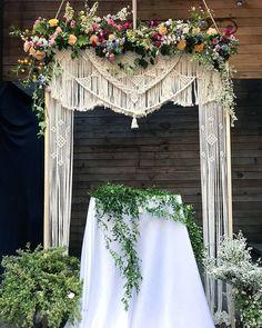 . 기분좋은 사진, 웨딩백드롭. 수강생분이 만든작품인데 친구 결혼식을 위해 백드롭은 물로 직접 꽃까지 세팅해 주셨다는 너무나 멋진우정 행복한 결혼식 되시길요♡ . #마크라메백드롭 #웨딩장식#셀프웨딩#하우스웨딩