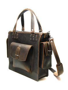 The perfect bag for your man for a valentines gift...my man isn't a techy so it won't work for him...but I can imagine the guy that it would be perfect for.....*daydreaming*
