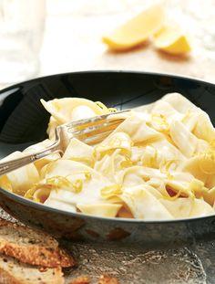 Si vous êtes un grand amateur d'agrumes, saupoudrez ce plat proposé dans le livre #onepotpasta de zeste de citron râpé au moment de servir. Divin !
