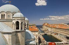 #Trieste, Canale Ponterosso con le cupole della chiesa di San Spiridione | Ph. Gianluca Baronchelli