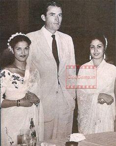 Greory Peck with Hindi actresses Kamini Kaushal & Meena Kumari Hindi Actress, Bollywood Actress, New Actors, Actors & Actresses, Kamini Kaushal, Film Icon, Vintage Vignettes, Indian Star, Vintage Bollywood