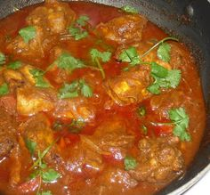 This simple Curry Chicken is a common delicacy in South Asia (specifically India), East Asia, as well as in the UK and Caribbean. A typical spicy Curry. Indian Food Recipes, Asian Recipes, Ethnic Recipes, Bhaji Recipe, Malaysian Food, Malaysian Curry, Malaysian Recipes, Indian Chicken, Singapore Food