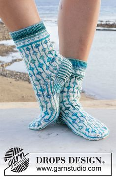 Knitting Patterns Free, Free Knitting, Knitting Socks, Crochet Patterns, Drops Design, Patterned Socks, Crochet Diagram, Knit Mittens, Chain Stitch