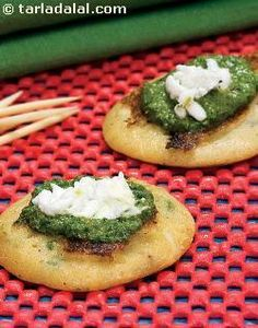 Mini in size; maxi in health! these quick-to-make mini pancakes combine three fibre-rich flours with coriander and paneer, making them so nutritious and delicious that your loved ones will gobble them up without any trouble.