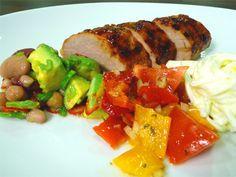 Fläskfilé BBQ med coleslaw, tomatsalsa och avokadosallad | Recept från Köket.se