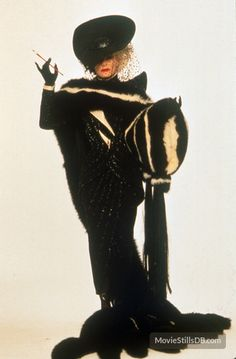 """mabellonghetti: """"""""Promotional pics of Glenn Close as Cruella De Vil in 101 Dalmatians Costumes designed by Anthony Powell """" """" Movie Costumes, Cool Costumes, Halloween Costumes, Halloween 2018, Halloween Ideas, Glenn Close, Live Action, Cosplay, Cruella Deville Costume"""