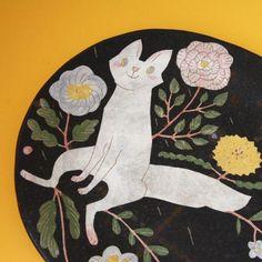 Plato por Makoto Kagoshima a big plate by Makoto Kagoshima Kagoshima, Cat Walk, Air Dry Clay, Japanese Artists, Creative Inspiration, Illustrators, Objects, Christmas Gifts, Pottery