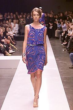 See the complete Fendi Spring 2000 Ready-to-Wear collection.