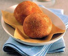 Arancini come in Sicilia Veggie Recipes, My Recipes, Italian Recipes, Favorite Recipes, Arancini Recipe, Antipasto, Street Food, Finger Foods, Cornbread