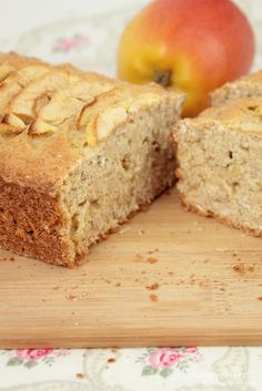 Der Apfel Haferflocken Kuchen ist ein super Nachtisch, der nicht so süß ist. E… The apple oatmeal cake is a great dessert that is not that sweet. It can be baked very easily and even spiced up individually. Desserts Végétaliens, Apple Desserts, Great Desserts, Cookie Recipes, Snack Recipes, Dessert Recipes, Snacks, Healthy Cake Recipes, Healthy Drinks