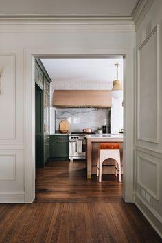 Fantastic living kitchen room are offered on our internet site. Green Kitchen, New Kitchen, Kitchen Decor, Kitchen Ideas, Kitchen Hoods, Fair Oaks, Modern Farmhouse Kitchens, Elegant Kitchens, White Kitchens