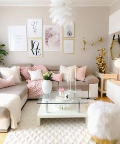 Put yellow in your living room is to breathe a little joy and optimism! To wake up your living room, just a few touches sun decoration; Pink Living Room Furniture, Decor Home Living Room, Glam Living Room, My New Room, Rugs In Living Room, Living Room Designs, Home Decor, White Furniture, Silver Living Room