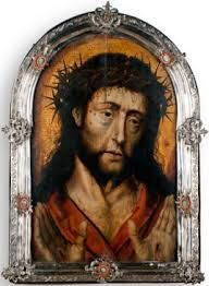 """El atractivo de Jesús, la Hermosura de Humanidad, que conquistó el corazón de la Santa, será, también, el centro de tu mirada y desplegará en ti una vida nueva. Uno de tus ejercicios más utilizados, día a día, será mirar a Jesús en tu interioridad. """"No os pido ahora que penséis en Él… no os pido más de que le miréis… Mirad que no está aguardando otra cosa sino que le miremos. Como le quisiereis, le hallaréis"""" (C 26,3)."""